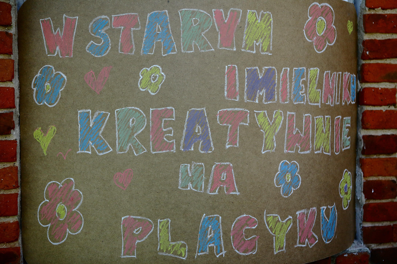 W_Starym_Imielniku-kreatywnie_na_placyku-01